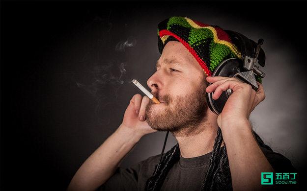 香烟,一种专门征服人意志的强大武器。.jpg