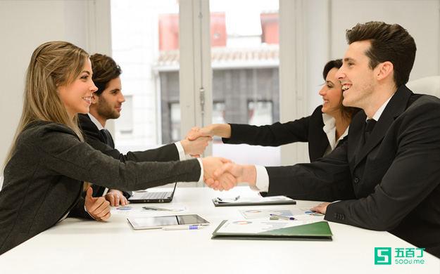 建立彼此信任是职场沟通的关键.jpg