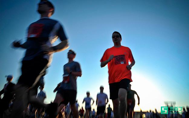 """一个马拉松的故事告诉你:""""去做,持续去做,就会有好事发生"""".jpg"""