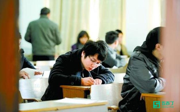 大学生:公务员考试,我们无处安放的青春.jpg