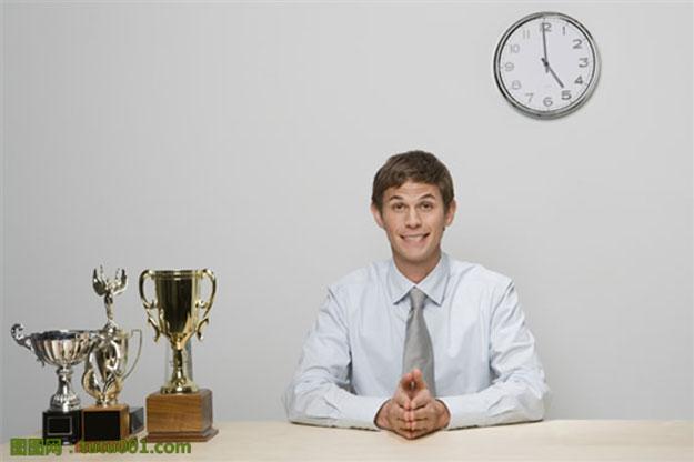 面试问题:你工作出色,却发现同事们越来越孤立你,怎么办.jpg