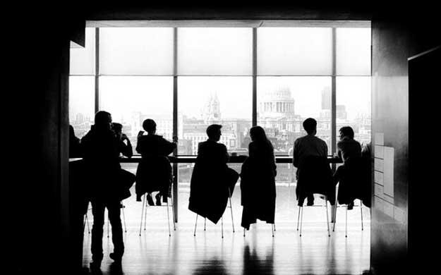 面对高饱和的行业环境,如何提升自己的竞争力?